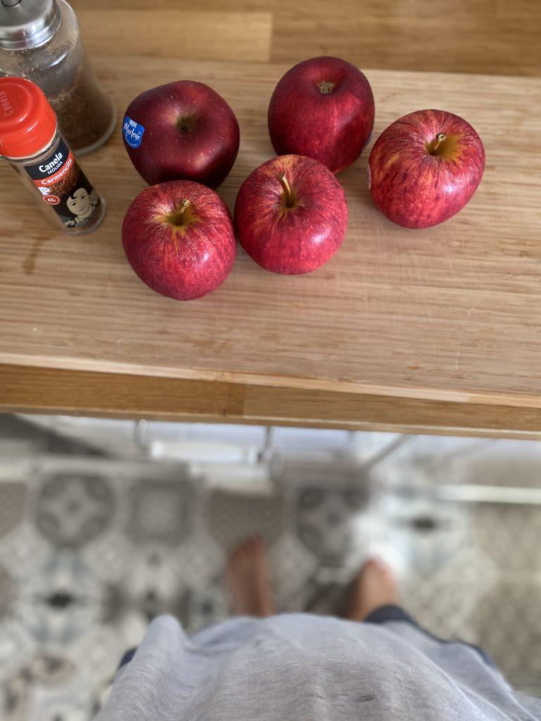 Manzanas rojas dulces para hacer la crumble apple pie