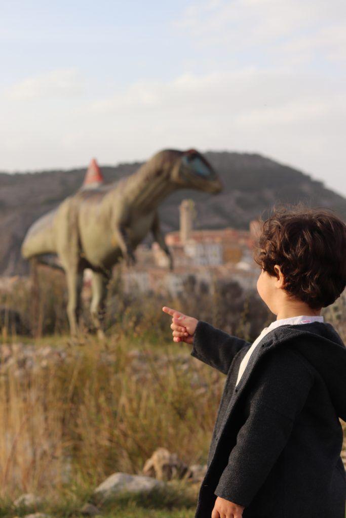dinosaurio del museo paleontologico de cuenca